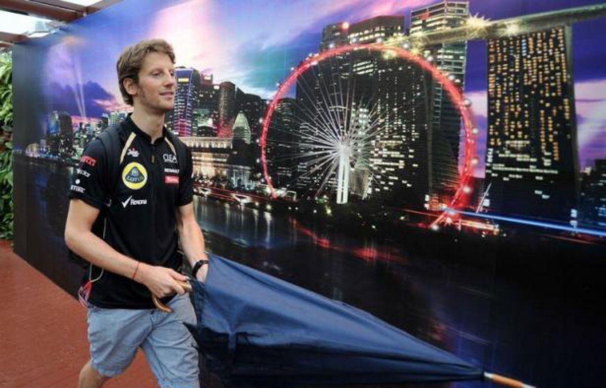 """Le pilote français de l'écurie Lotus, Romain Grosjean, a repris le volant de sa Lotus de Formule 1 vendredi lors des essais libres du Grand Prix de Singapour, après un GP de suspension, en Italie, puis a expliqué que sa priorité est désormais de """"marquer des points"""" pour Lotus. – Punit Paranjpe afp.com"""