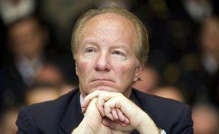 """Brice Hortefeux, ancien ministre de l'Intérieur, a appelé """"solennellement"""" dimanche François Hollande à dévoiler ses mesures fiscales """"avant les législatives"""" par """"souci d'honnêteté et de transparence""""."""