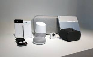 Toute la famille de hardware fabriqué par Google, avec, au centre, les enceintes Home Mini, Home et Homle Max.