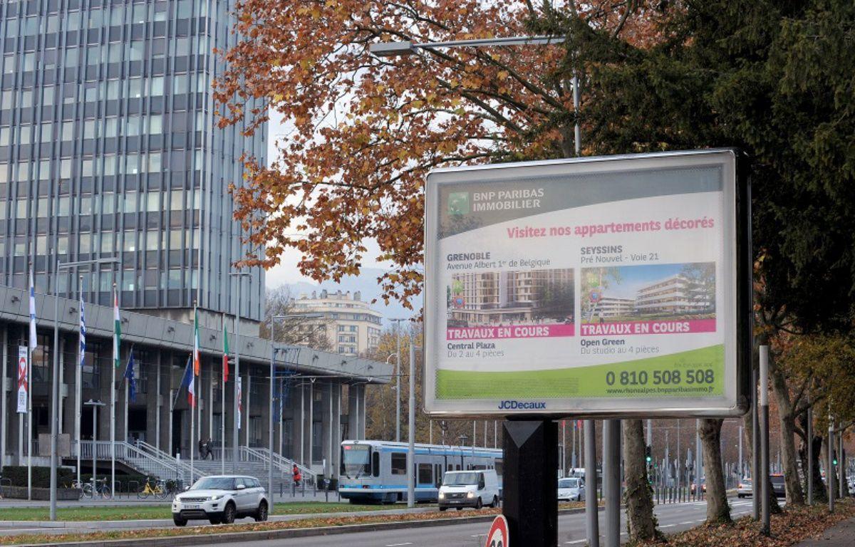 Un panneau publicitaire à Grenoble le 25 novembre 2014 – JEAN-PIERRE CLATOT / AFP