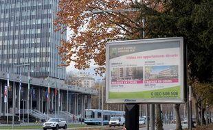Un panneau publicitaire à Grenoble le 25 novembre 2014