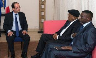 François Hollande discute avec l'opposition congolaise le 13 octobre 2012.