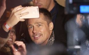 Brad Pitt textote Jennifer Aniston
