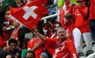 Des supporters suisses lors d'un match contre le Gabon à Newcastle, aux Jeux olympiques 2012.