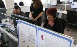 Des conseillers du centre d'appels Ebola, le 14 octobre 2014 à Romainville (Seine-Saint-Denis)