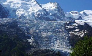 Vue depuis Chamonix des Alpes françaises dont le Mont-Blanc, le 3 juin 2015