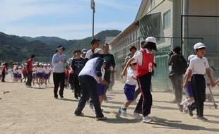 Exercice d'évacuation à Abu, dans le département de Yamaguchi (ouest du Japon), le 4 juin 2017.