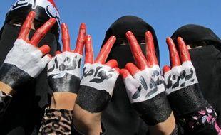 Des dizaines de milliers de personnes ont manifesté dimanche à Sanaa, réclamant l'exécution du président Ali Abdallah Saleh et protestant contre la loi lui accordant l'immunité.