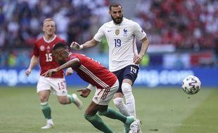 Karim Benzema face à Loïc Nego lors de Hongrie-France, ce samedi à Budapest dans le cadre de l'Euro 2021.