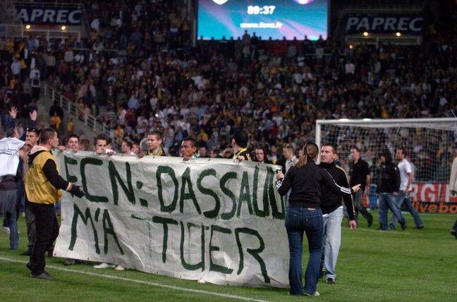La colère des supporteurs le 19 mai 2007 avec l'envahissement de la pelouse.