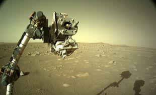 Une des photos de Mars prise par Navcam, la caméra placée sur le mât du rover Perseverance.