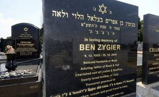 """La polémique s'amplifie alors que de nouveaux détails émergent sur le mystérieux """"prisonnier X"""", un Israélo-Australien incarcéré en Israël pour des raisons de sécurité, qui aurait travaillé pour le Mossad et qui se serait suicidé en détention en décembre 2010."""