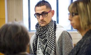 Riom (Puy de Dôme), le 14 novembre 2016. Nicolas Chafoulais, le père de Fiona devant la cour où sont jugés Cécile Bourgeon et Berkane Makhlouf.