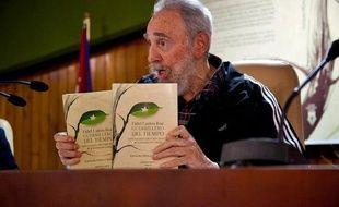 Fidel Castro a présenté les deux premiers volumes de ses mémoires, des conversations avec la journaliste Katiuska Blanco dans lesquelles il retrace sa vie depuis son enfance et jusqu'en 1958, à la veille du triomphe de la révolution, a rapporté samedi la presse locale.