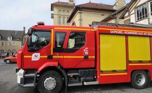 Illustration d'un camion de pompiers à la caserne Saint-Georges à Rennes.