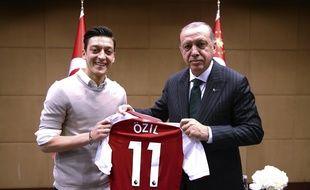 Ozil avait encore le sourire au moment de la photo.