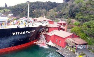 Le cargo de pavillon maltais s'est encastré dans la villa ottomane, à Istanbul le 7 avril 2018.