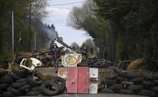 Une barricade sur la RD 81 traversant la ZAD de Notre-Dame-des-Landes.