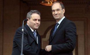 """Le ministre du Travail sortant Eric Woerth a transmis lundi """"avec joie"""" son ministère à Xavier Bertrand, un """"ami de longue date"""", qui a salué le départ d'""""un grand ministre du Travail""""."""