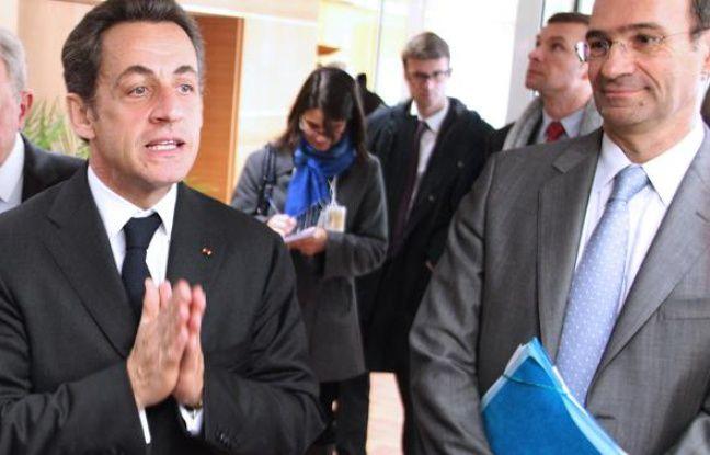 Nicolas Sarkozy et Eric Woerth, alors ministre du Budget, le 2 mars 2010 à Laon.