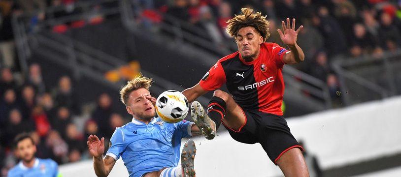 Face à Nice, le jeune défenseur Sacha Boey pourrait connaître sa première titularisation en Ligue 1.