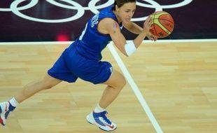 """""""Pour une fois, je suis fière de moi"""", a déclaré Céline Dumerc, exemplaire capitaine d'une équipe de France féminine de basket qui a ramené la première médaille olympique de son histoire, après sa défaite en finale face aux Etats-Unis (86-50), samedi à Londres."""