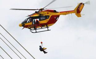 Illustration. Strasbourg le 6 septembre 2013. Hélicoptère de Dragon 67 en exercice.
