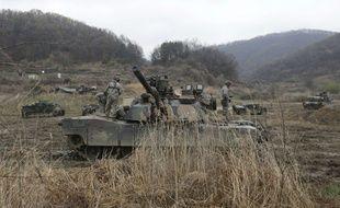 Des tanks de l'armée américaine à la frontière entre les deux Corée lors d'une exercice militaire vendredi 14 avril.