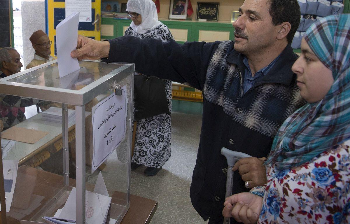 Des électeurs marocains lors des législatives, à Rabat, le 7 octobre 2016. – FADEL SENNA / AFP