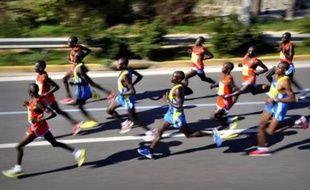 Le Kényan Raymond Bett en 2 h 12 min 40 sec et la Lituanienne Rasa Drazdaukaite en 2 h 31 min 06 ont remporté dimanche le marathon d'Athènes, qui coïncide cette année avec le 2500e anniversaire de la bataille historique.