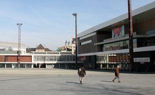 L'esplanade de Gaulle et le cinéma Gaumont, à Rennes.