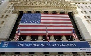 La Bourse de New York évoluait en repli mardi, dans un regain de nervosité générale pour l'Europe après la percée des opposants à l'austérité en Grèce: le Dow Jones reculait de 1,20% et le Nasdaq de 1,54%