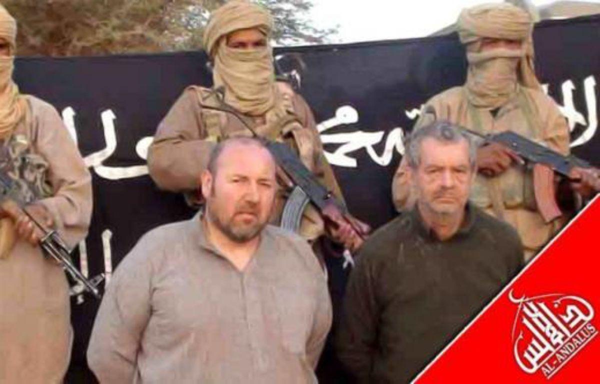 """Un site mauritanien d'informations en ligne, Sahara Medias, a publié une vidéo montrant séparément cinq des six otages français détenus dans le Sahel par Al-Qaïda au Maghreb islamique (Aqmi) tournée lors des """"derniers mois du pouvoir"""" de l'ex-président français Nicolas Sarkozy. – - afp.com"""