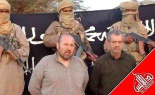 """Un site mauritanien d'informations en ligne, Sahara Medias, a publié une vidéo montrant séparément cinq des six otages français détenus dans le Sahel par Al-Qaïda au Maghreb islamique (Aqmi) tournée lors des """"derniers mois du pouvoir"""" de l'ex-président français Nicolas Sarkozy."""