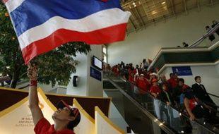 Des manifestants ont envahi l'hôtel dans lequel devait se tenir un sommet asiatique, à Pattaya, en Thaïlande, le 11 avril 2009.