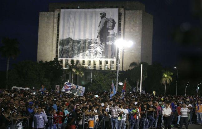Des centaines de milliers de personnes rassemblées à Cuba sur la place de la Révolution de La Havane, pour un dernier hommage à Fidel Castro.