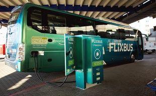 La ligne Paris-Amiens gérée par Flixbus, est en service depuis avril 2018. Elle fait un crochet, en route, par l'aéroport Roissy-Charles-de-Gaulle.