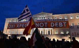 Des grecs manifestent devant le parlement à Athènes en soutien au gouvernement le 16 février 2015