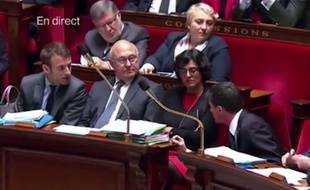 Manuel Valls et Emmanuel Macron sur les bancs de l'Assemblée le 10 mai 2016.