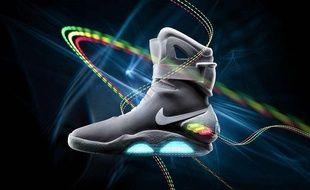 """Les baskets Nike Mag 2011, proposées à la vente le jeudi 8 septembre 2011 et popularisées grâce au film """"Retour vers le Futur II""""."""