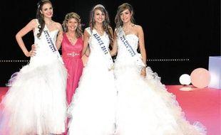 Miss Alsace, ses dauphines et Claudia Frittolini, déléguée Miss France-Alsace.
