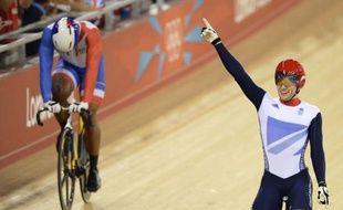 Réel espoir de médaille, Grégory Baugé visait l'or, mais se contentera de l'argent aux jeux Olympiques de Londres, impuissant face à Jason Kenny qui a confirmé la domination insolente des Britanniques sur le vélodrome.