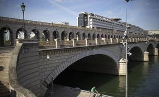 Le pont de Bercy et le ministère de l'Économie et des finances, à Paris le 1er septembre 2013.