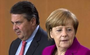 La Chancelière allemande Angela Merkel (d) et son ministre de l'Economie et de l'Energie Sigmar Gabriel, le 4 juin 2014 à Berlin
