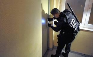 Archives. La compagnie de sécurisation en patrouille dans le quartier du Neuhof. Le 03 11 2009