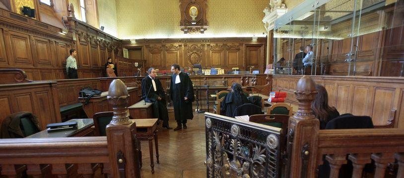 Illustration d'une cour d'assises au palais de Justice de Paris.