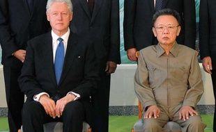 L'ancien président américain, Bill Clinton, et le leader nord-coréen Kim Jong-Il le 4 août 2009 à Pyongyang.