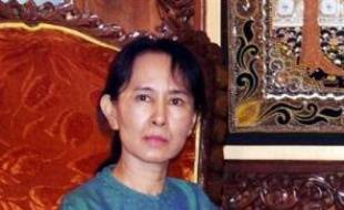 L'opposante détenue en Birmanie, Aung San Suu Kyi, a indiqué lundi que le secrétaire général de l'ONU Ban Ki-moon ne devrait venir dans ce pays gouverné par une junte que si elle-même et tous les autres prisonniers politiques étaient libérés, selon son parti.