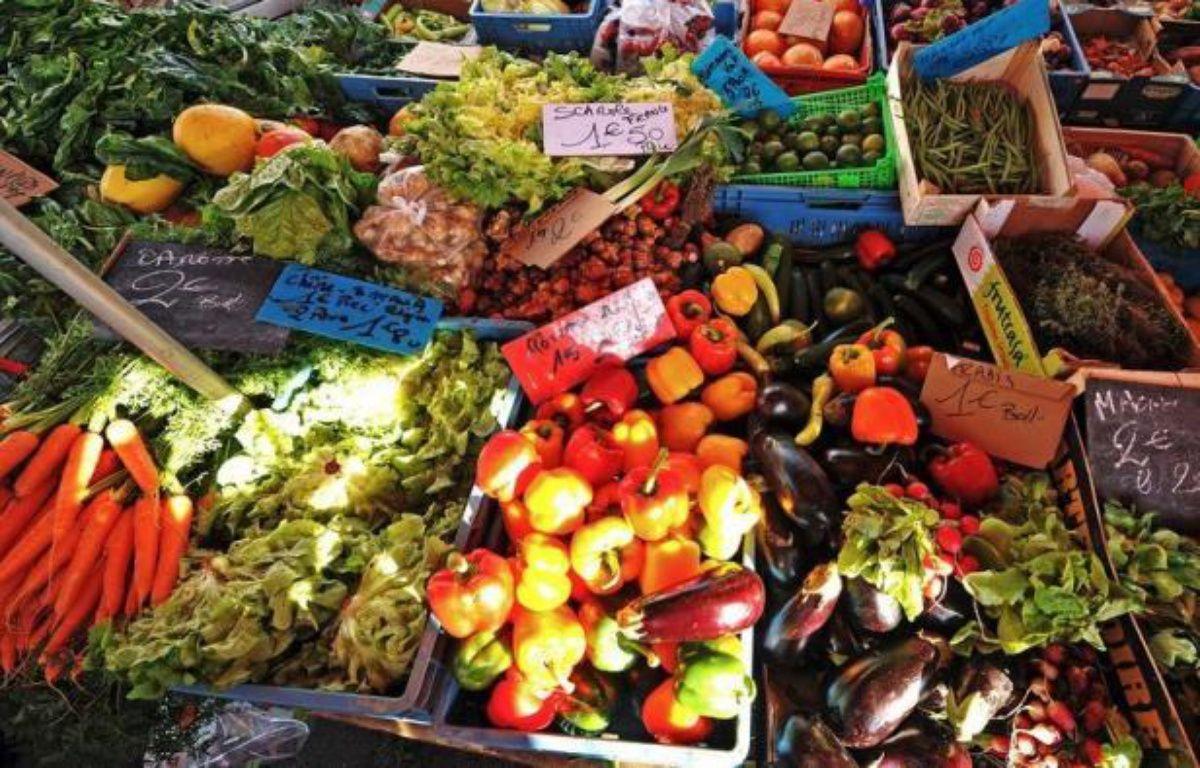 Manger beaucoup de légumes et de fruits et assez peu de viande rouge est bon pour la santé mais semble n'avoir aucun impact favorable sur l'environnement, et peut même augmenter l'impact carbone de l'alimentation, selon des chercheurs français. – Philippe Huguen afp.com