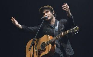 Le chanteur Gauvain Sers en concert à Saint-Germain-en-Laye en septembre 2017.
